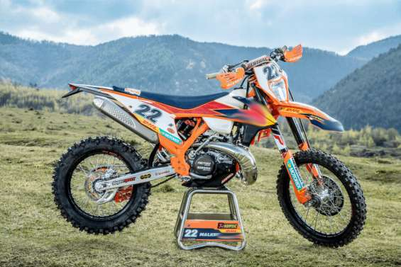 Want to turn head of every passerby when you step out of your home with your ktm e-xc, e-xcf, xc, etc.? visit factory motocross graphics website to buy ktm factory enduro graphics kit at a competitive price. order now!