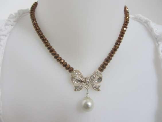 Handmade costume jewellery uk: semi precious stones. handmade beaded and fun jewellery