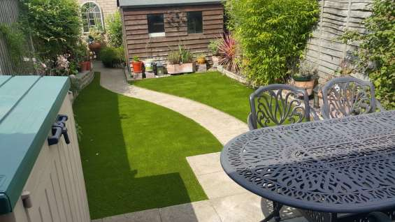 Safe and easily-maintained artificial grass for homes and gardens